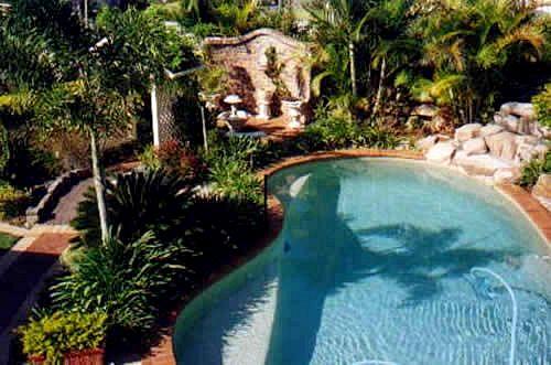 Low maintenance gardens brisbane for Garden pool maintenance